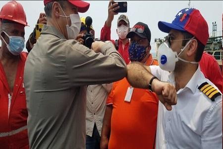 حضور مقامات ونزوئلایی و سفیر ایران در کنار نفتکش فورچون