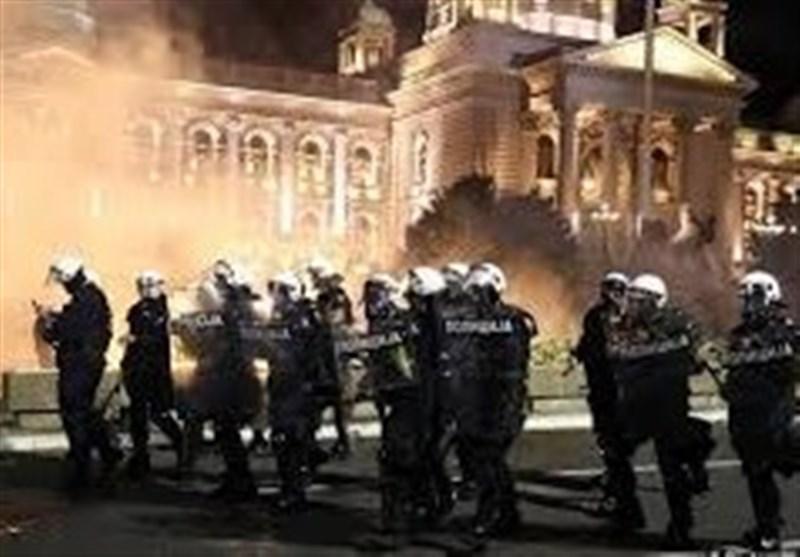 اعتراض خشونت بار علیه بازگشت محدودیت های کرونایی در بلگراد