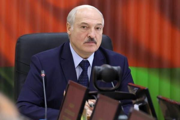 لوکاشنکو به حضور در مسند قدرت پافشاری کرد